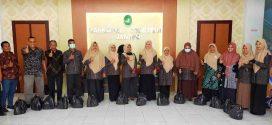 Sambut Ibadah Ramadhan Koperasi Al-Hikmah Mahkamah Syar'iyah Jantho, Bagikan Paket Untuk seluruh Anggota